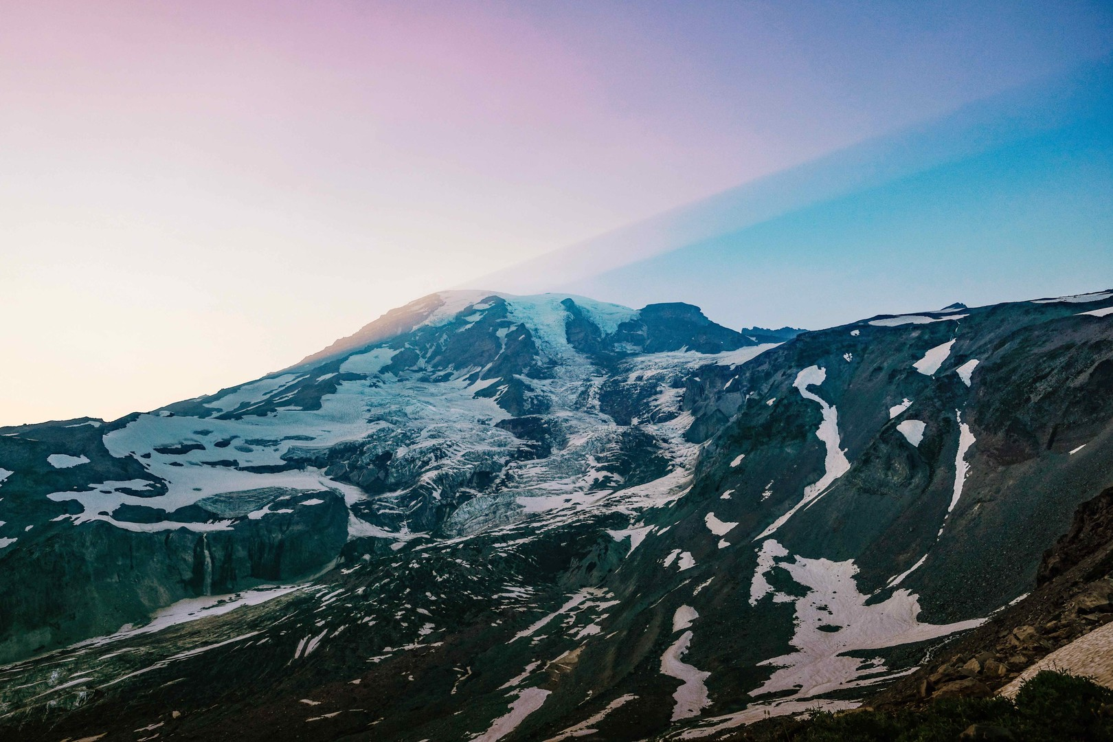 Rainier_in_pastel_light_-2