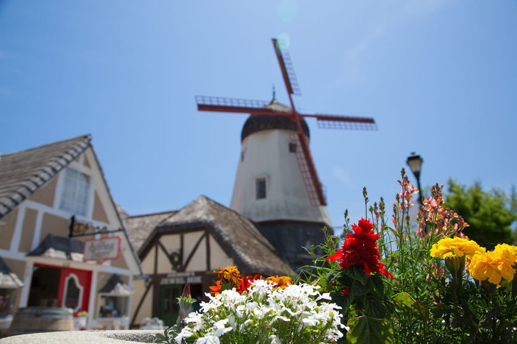 Solvang_Windmill_is-486989952